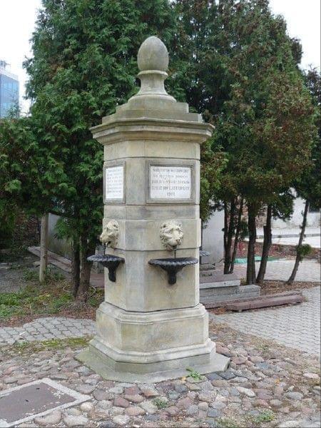 Studnia do mycia rak #Cmentarz