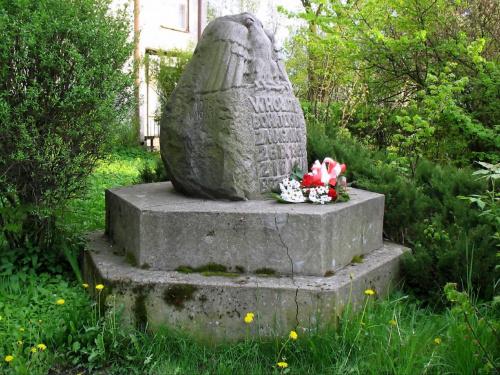 Gałków Duży gm. Koluszki POMNIK BOHATERSKIM ZMAGANIOM 26.09.1863 roku. NAPIS WYRYTY Z BOKU POMNIKA O TREŚCI - 1938 W JOŃSKI #Koluszki #obelisk #pomnik #TadeuszKościuszko #zdjęcie #orzeł