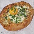 Cebulakiz jajkiem.Przepisy na : http://www.kulinaria.foody.pl/ , http://www.kuron.com.pl/ i http://kulinaria.uwrocie.info/ #wypieki #cebulaki #śniadanie #zapiekanki #jajka #kolacja #jedzenie #kulinaria
