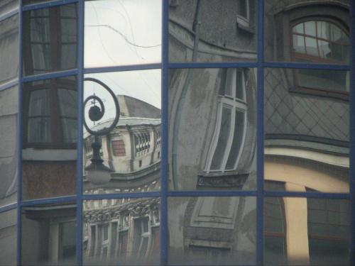 Łódź w szybach złamana #Łódź #Lodz #szyba #okno #piotrkowska #saspol