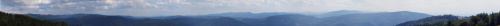Szeroka panorama z Błatnego na południe i zachód. Na pierwszym planie Beskid Śląski, Mala Fatra - fragmenty Fatry Krywańskiej i Luczańskiej z Martinskim Holem i Kl'akiem, Góry Strażowskie -Strażów. Na płd-zach. i zachodzie Beskid Morawski