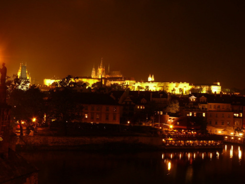 Praga nocą - widok z Mostu Karola na Hradczany #Praga