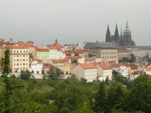 Przejście ze Wzgórza Petrin na Hradczany #Praga