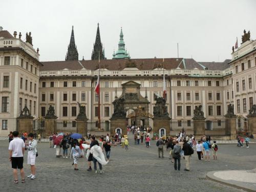 Zamek Praski , w tle barokowa Brama Macieja #Praga