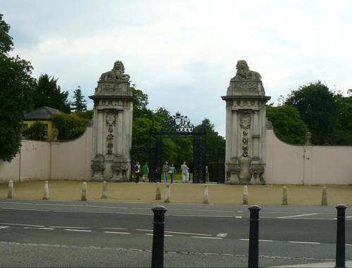Lion Gate - prowadzi do Bushy Park - parki krolewskie to dawne tereny lowieckie #Hampton #Londyn