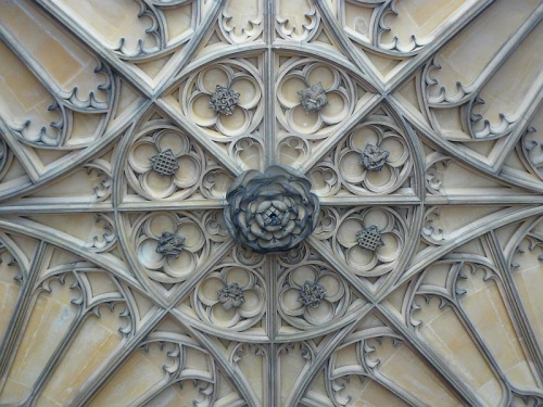 rozeta w sklepieniu przy wejsciu do czesci Henryka VIII #Hampton #Londyn #Tudor