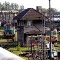SU45-098 oraz ST43-290 oczekują na zatrudnienie na terenie Ostrowskiej szopy. 15.08.2007r. #suka #rumun #lokomotywy #szopa #diesel #diesle