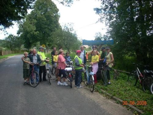 Uczestnicy Rajdu dojechali do wsi s�onecznikowej.