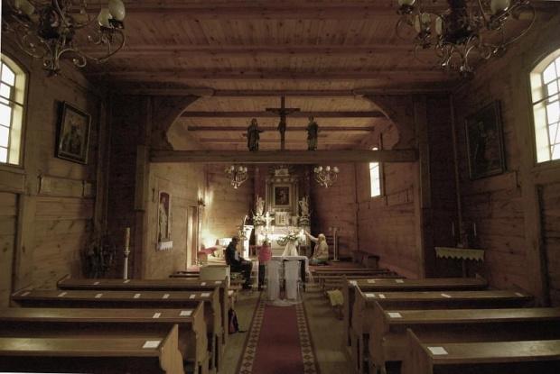 """Kościół p.w. św. Katarzyny w Węglewie z cudownym obrazem Matki Boskiej z """"wyspy"""". Powiat gnieźnieński."""