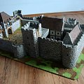 Zdjęcie przedstawia makietę wykonaną przeze mnie, wg mojego projektu. Jest to makieta zamku średniowiecznego, przeznaczonego dla gry bitewnej Władca Pierścieni. Zachęcam do oglądania moich pozostałych zdjęć. #LordOfTheRings #lotr #makieta